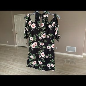 American Eagle Outfitters Dresses - Lightweight off the shoulder floral dress